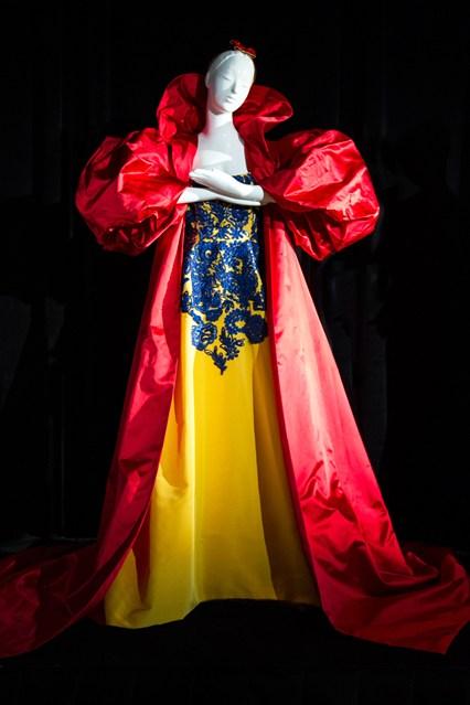 Disney-Dresses-1-Vogue-13Aug13-PR_b_426x639