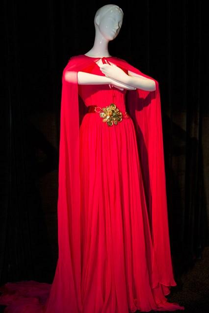 Disney-Dresses-2-Vogue-13Aug13-PR_b_426x639