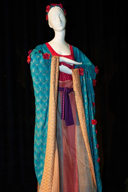 Disney-Dresses-3-Vogue-13Aug13-PR_b_426x639