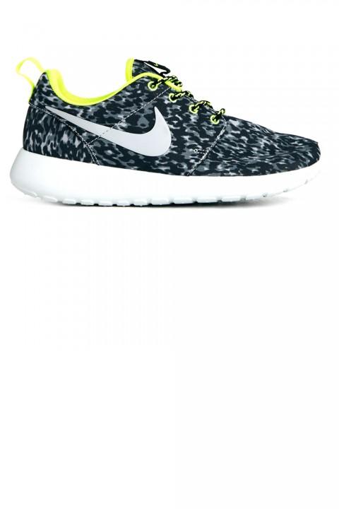 NikeRocherunTrainers70