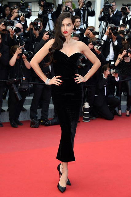 Adriana-Lima-Vogue-20May15-Getty_b_426x639