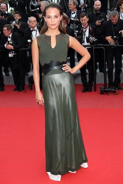 Alicia-Vikander-Vogue-20May15-Getty_b_426x639