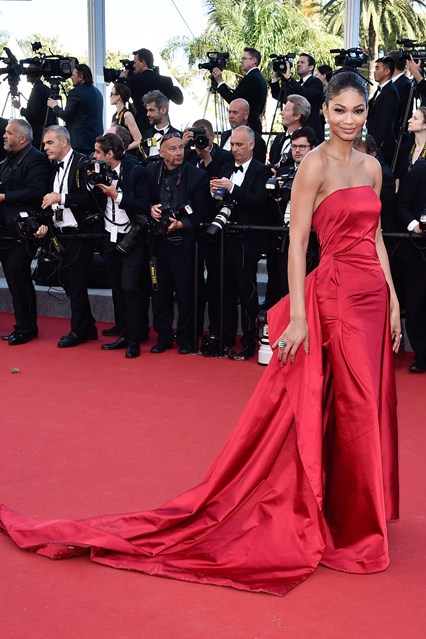 chanel-iman-vogue-21may15-getty_b_426x639