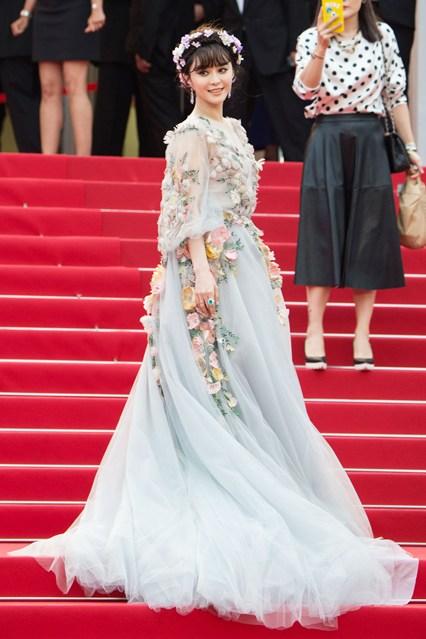Fan-Bingbing-Vogue-15May15-Getty_b_426x639