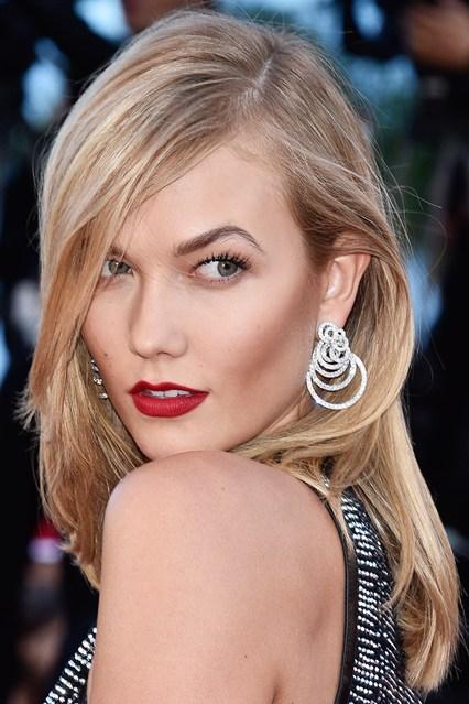 karlie-kloss-earrings-vogue-21may15-getty_b_426x639