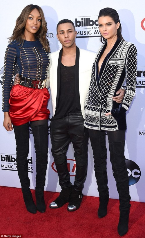 2CC2F78300000578-3249053-First_look_Jourdan_Dunn_left_Olivier_Rousteing_center_and_Kendal-m-20_1443196480858