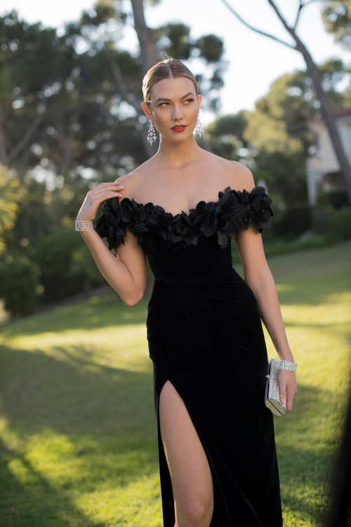 CAP D'ANTIBES, FRANCE - MAY 19:  Karlie Kloss attends the amfAR's 23rd Cinema Against AIDS Gala at Hotel du Cap-Eden-Roc on May 19, 2016 in Cap d'Antibes, France.  (Photo by Kevin Tachman/WireImage for amfAR )