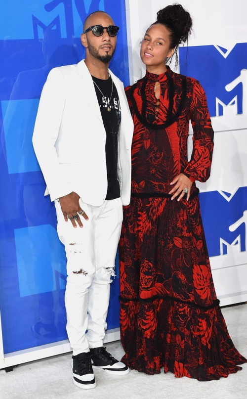 rs_634x1024-160828174823-634-swizz-beats-alicia-keys-mtv-vmas-arrivals.82716